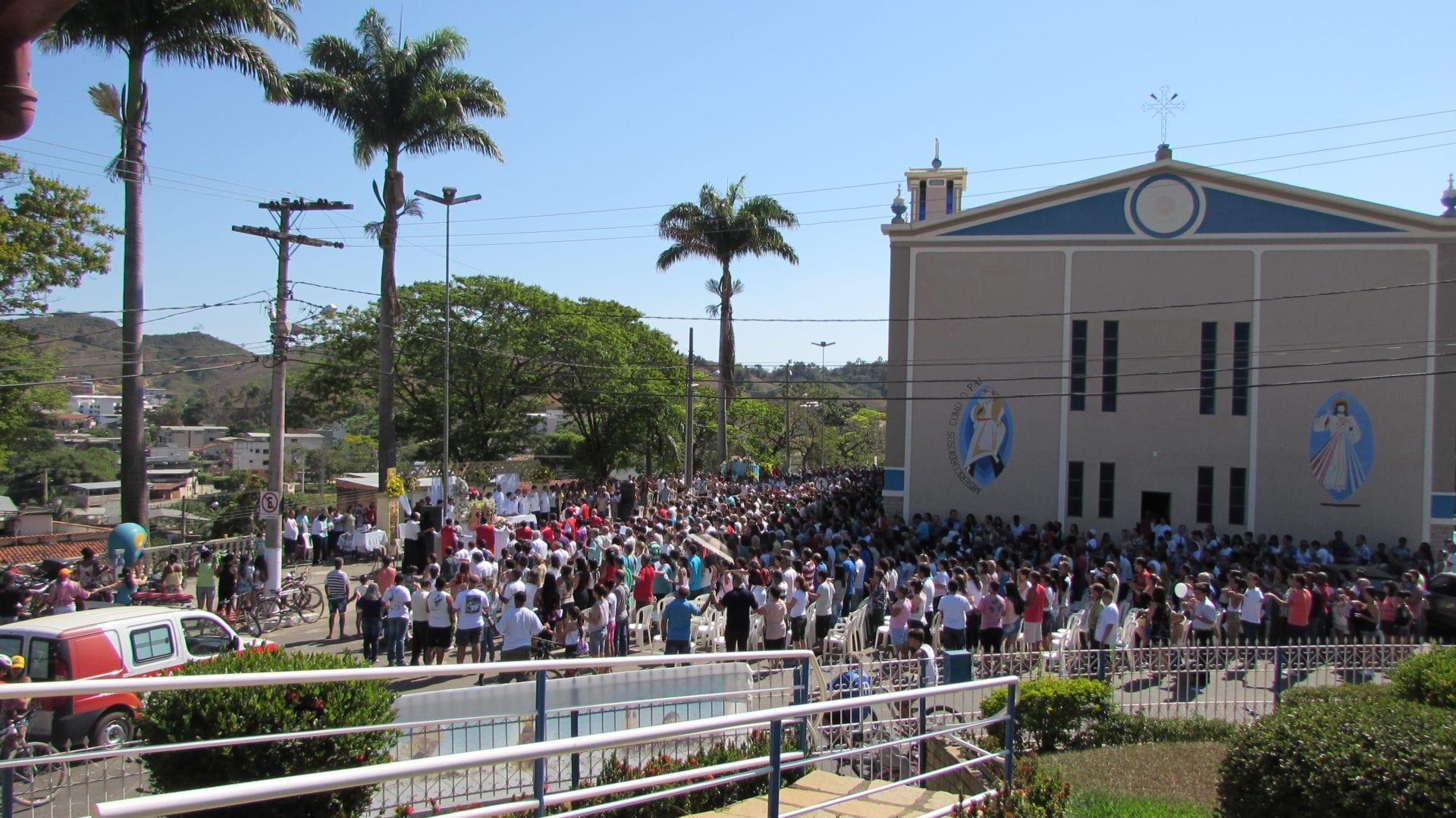 A Paróquia São José em Tocantins, em sintonia com a Igreja no Brasil, também celebrou com grande fervor a Festa de Nossa Senhora Aparecida