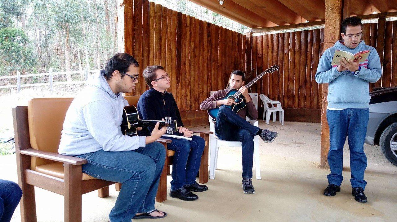 COMUNIDADE FILOSÓFICA PARTICIPA DE ESPIRITUALIDADE