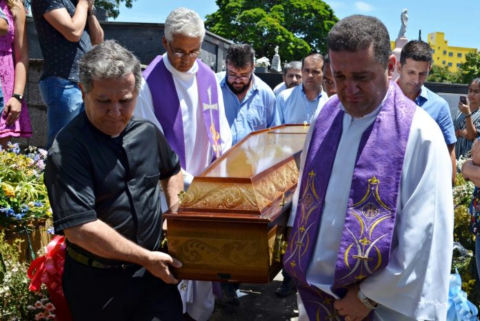 Corpo de Dom Célio é sepultado em Itaúna/MG