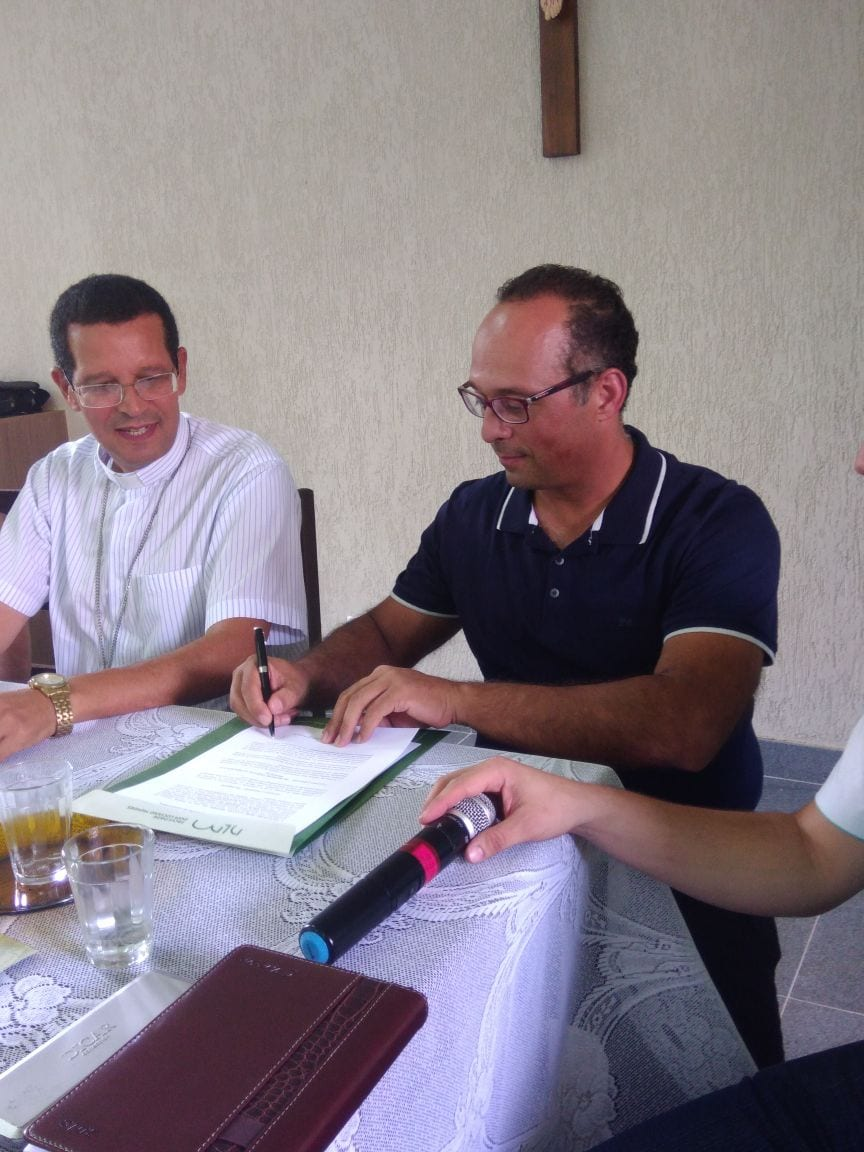 Assinatura do termo de cooperação entre a Faculdade Dom Luciano Mendes e a Diocese de Leopoldina