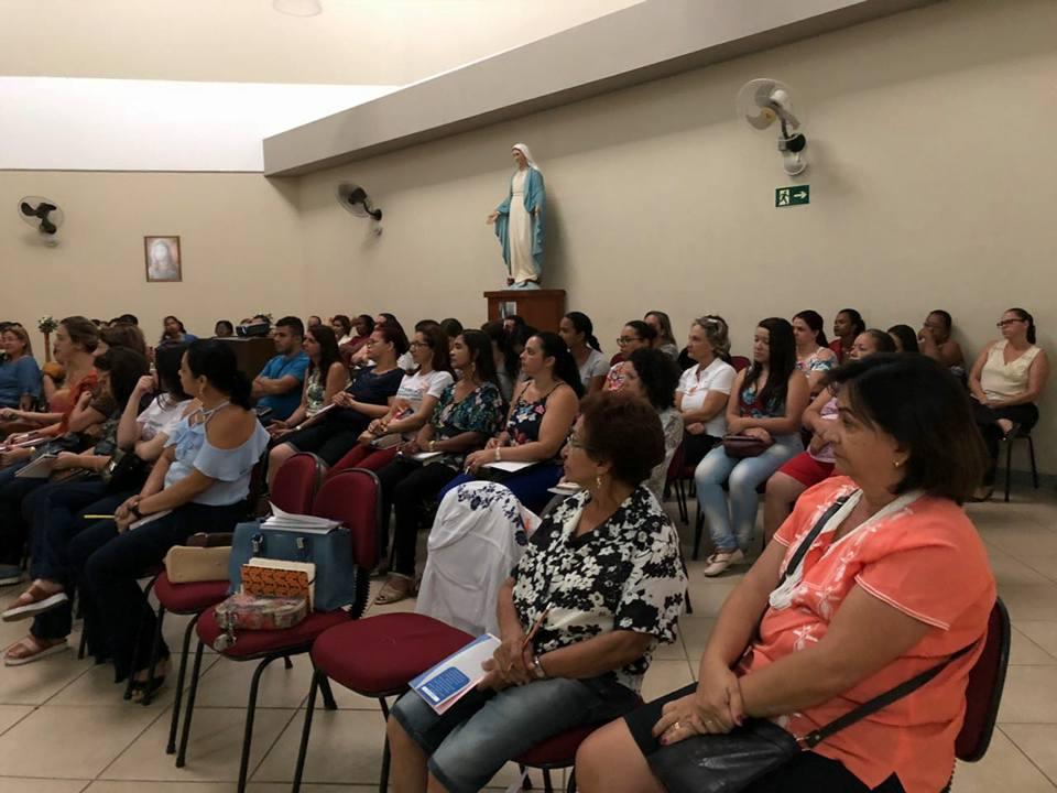 FORMAÇÃO PARA CATEQUISTAS NA FORANIA DE MURIAÉ