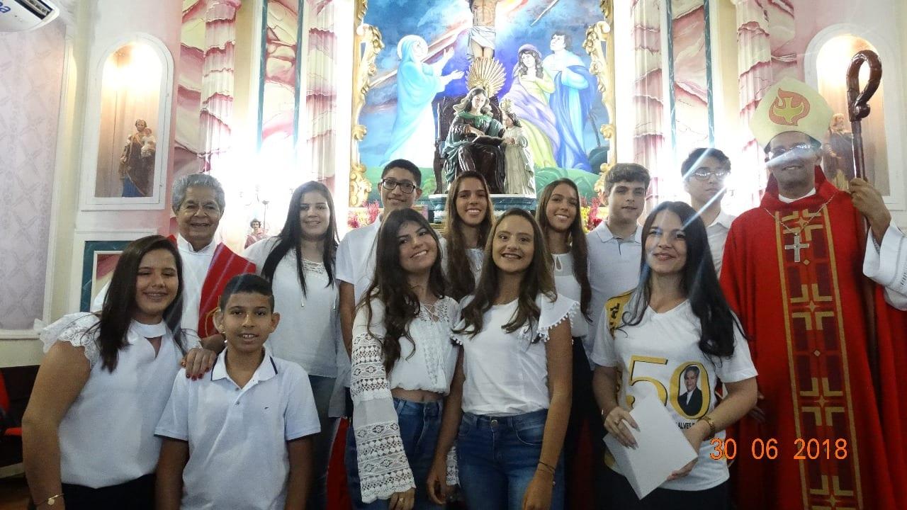 Celebração de Crisma na Paróquia Sant'Ana, em Pirapetinga