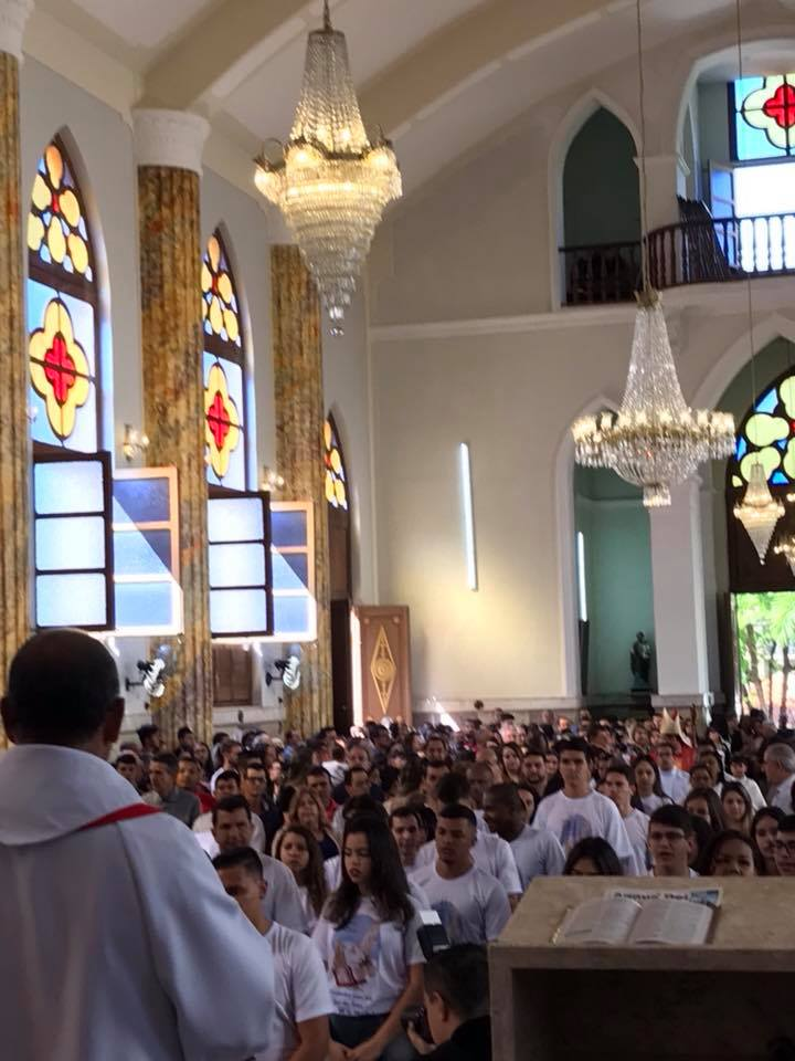 Celebração da Crisma na Paróquia São João Batista