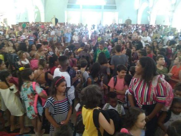 Benção das mochilas em clima de volta às aulas, na Paróquia São José Operário, em Leopoldina