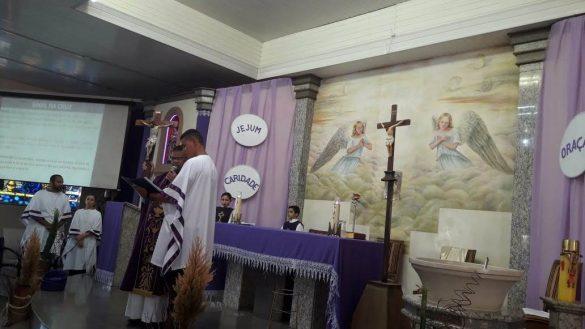 Rito de admissão na catequese de crisma: A entrega da CRUZ. Paróquia Divino Espirito Santo – Ubá
