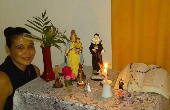 Fiéis enviam fotos dos momentos de fé e oração em família