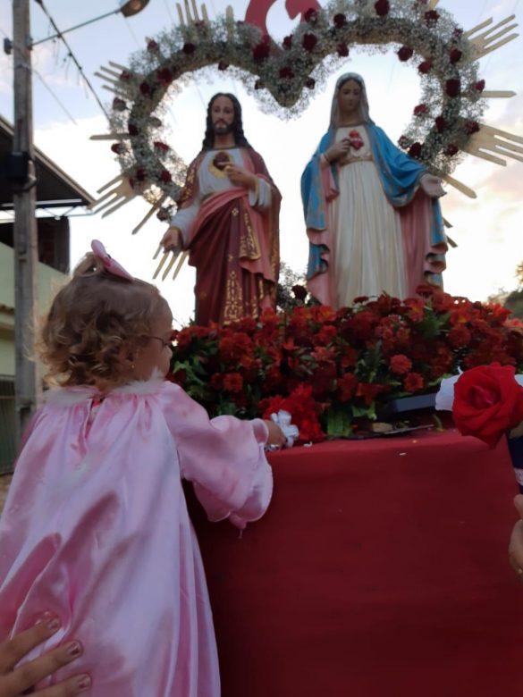 Paróquia Imaculada Conceição de Laranjal realiza momento de devoção ao Sagrado Coração de Jesus e ao Imaculado Coração de Maria.