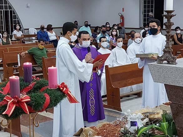 Padre Flávio é acolhido com carinho na Paróquia Santa Cruz