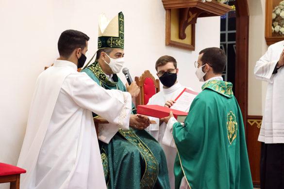 Pe. Douglas é empossado em paróquias da segunda região pastoral