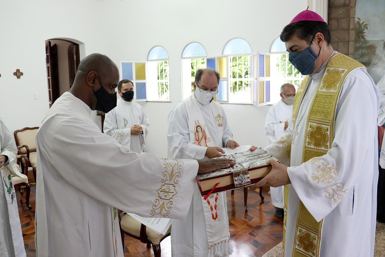Pe. José Cambraia de Oliveira Júnior, pároco da Paróquia Nossa Senhora do Rosário de Rosário da Limeira (MG);