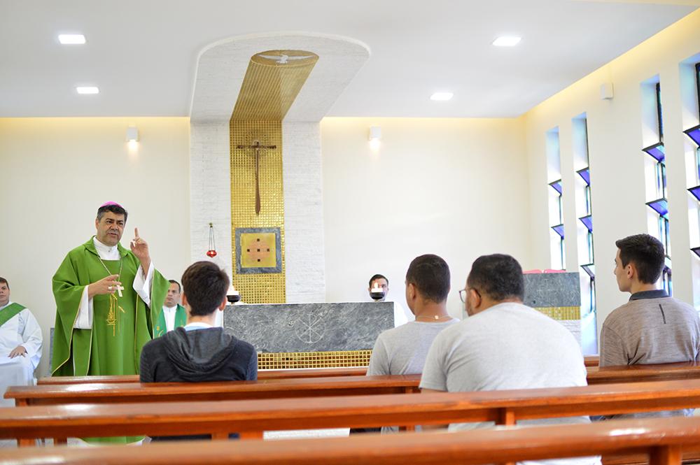 Santa Missa presidida por dom Edson Oriolo na Capela Nossa Senhora Aparecida
