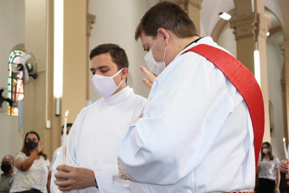 Bispo preside Santa Missa com Rito da Confirmação na Catedral