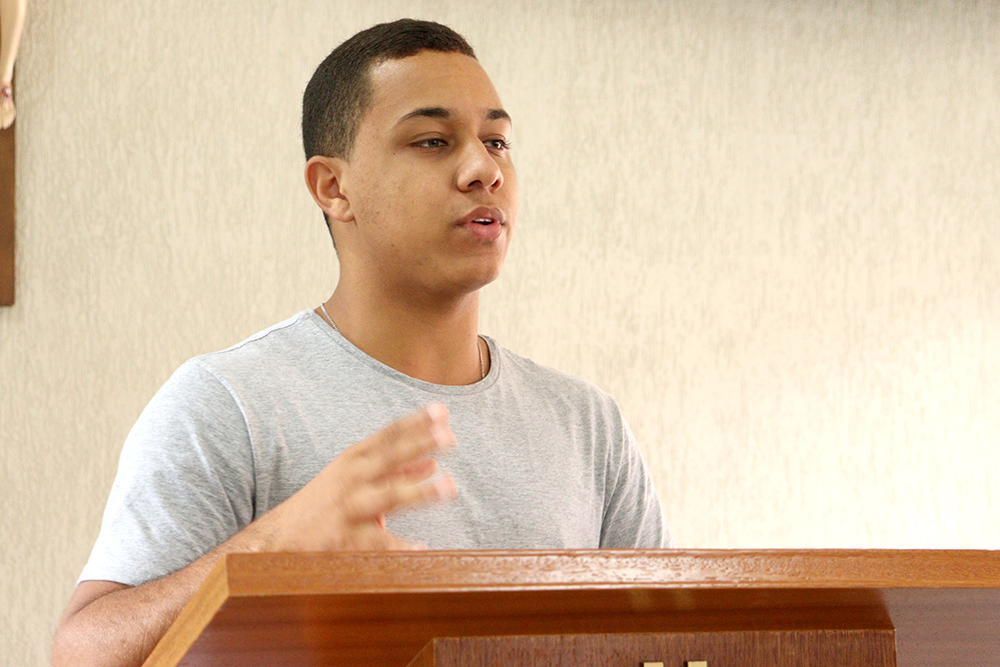 O seminarista Johnatan Neiva Coelho de Souza