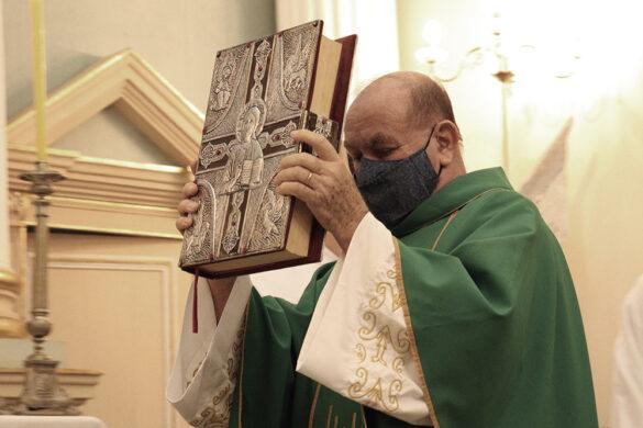 Padre Antônio Luiz é acolhido com carinho em Santo Antônio do Aventureiro.