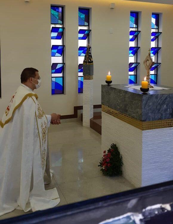Momento oracional diante do Santíssimo Sacramento