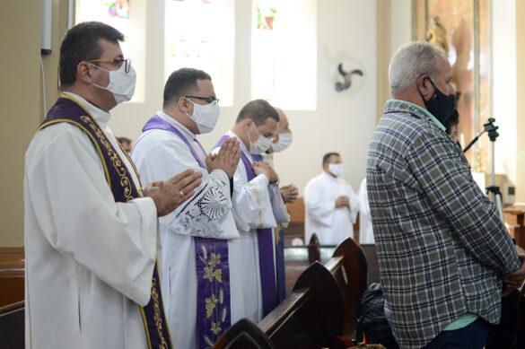 Familiares, presbíteros e o povo de Deus se despedem do Pe. Marcos Antônio