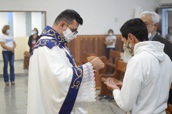 Pe. Marcelo Sérgio Barros é o novo pároco da Paróquia Nossa Senhora Aparecida.