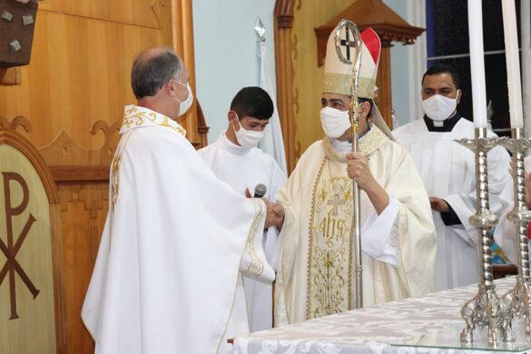 Pe. Adilson é empossado na Paróquia Nossa Senhora do Rosário de Leopoldina.