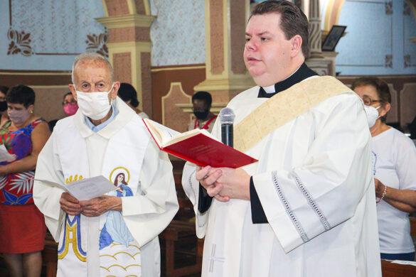 Bispo celebra na Igreja Matriz de Piacatuba