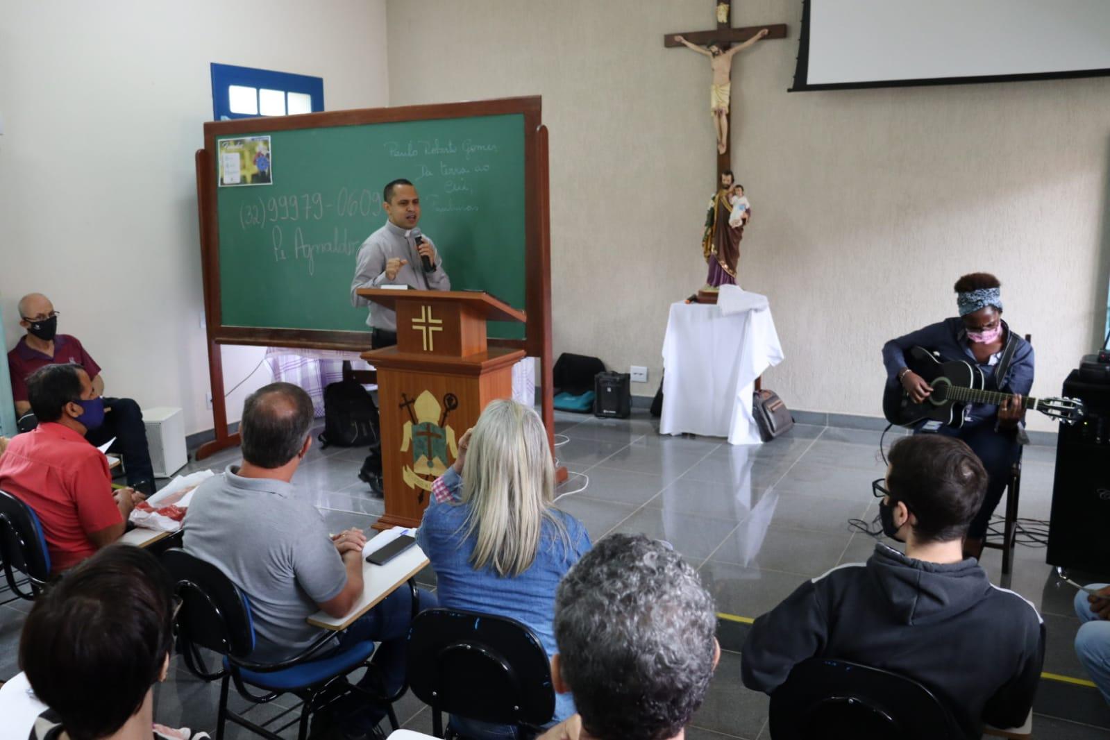 Momento de oração e espiritualidade com o padre Wanderson.